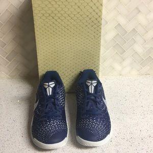 Nike Men's Kobe Mamba Instinct Basketball Shoes 8